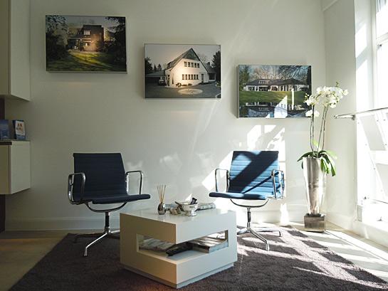 Loungebereich im Shop von Schreurs Immobilien in Krefeld-Bockum