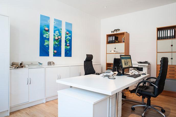 Schreibtische der Hülser Immobilienmakler