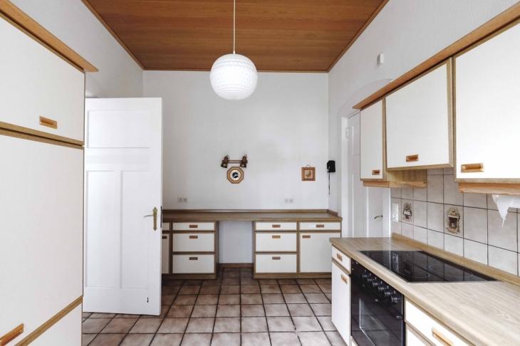 generationswechsel auf krefelds historischer prachtstra e im bismarckviertel schreurs immobilien. Black Bedroom Furniture Sets. Home Design Ideas