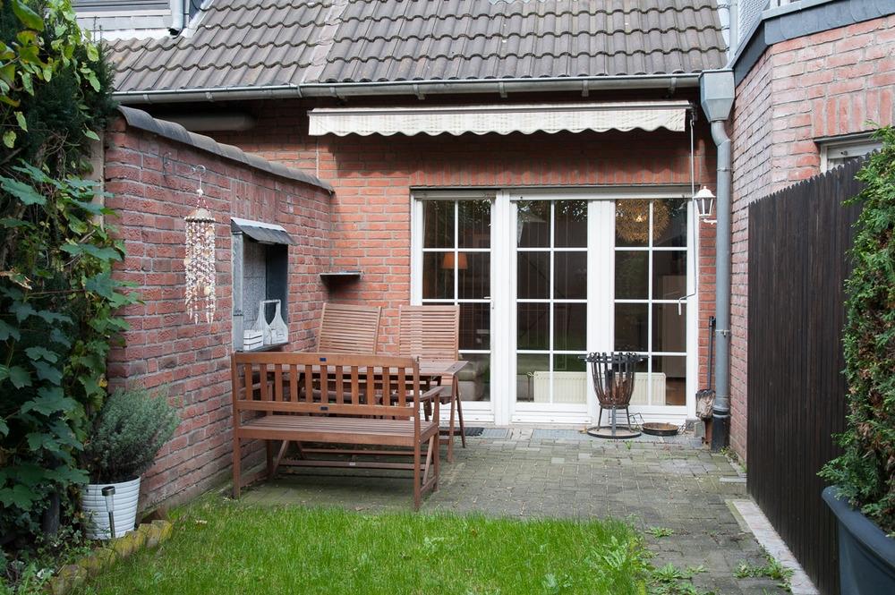 Doppelhaushalfte Mit Separater Vermieteter Einliegerwohnung Garage