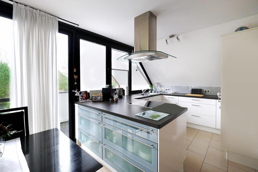 zeitlos modern und lichtdurchflutet haus im haus maisonettewohnung in krefeld verberg. Black Bedroom Furniture Sets. Home Design Ideas