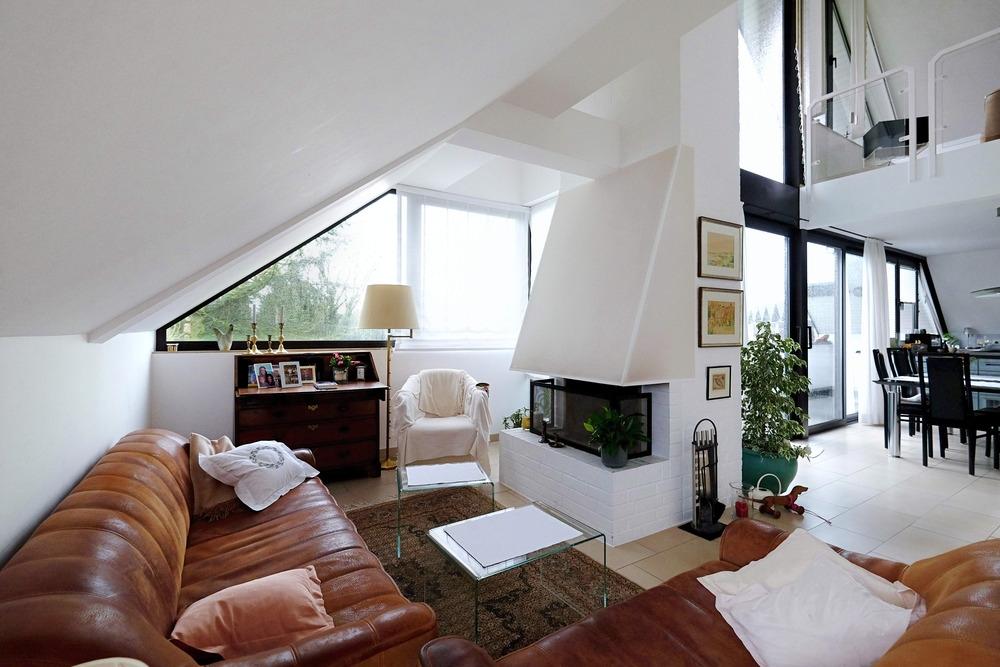 Stauraum; Offenes Wohnzimmer Mit Kamin ...