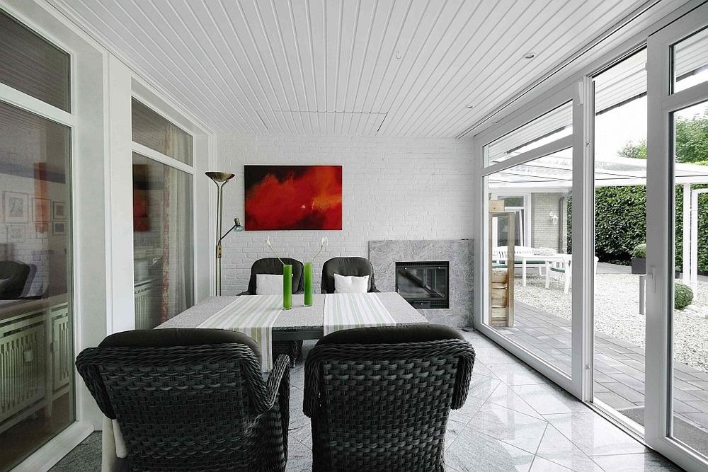 wundersch ner bungalow mit park hnlichem grundst ck in. Black Bedroom Furniture Sets. Home Design Ideas