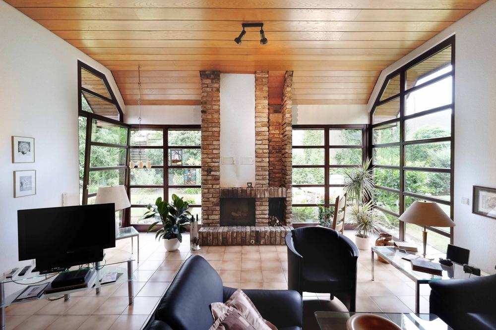 ausgefallener architektonisch aufw ndig erstellter bungalow in moers holderberg schreurs. Black Bedroom Furniture Sets. Home Design Ideas
