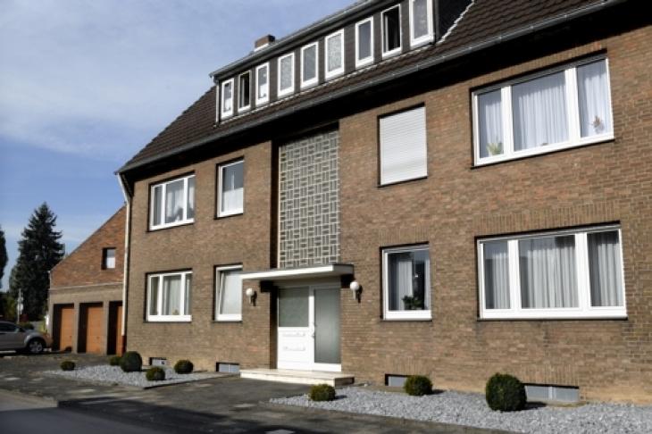 kapitalanlage sehr gepflegtes mehrfamilienhaus in. Black Bedroom Furniture Sets. Home Design Ideas